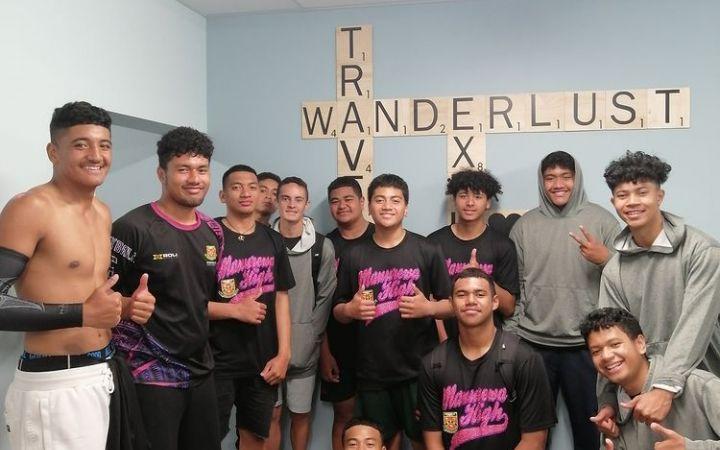 groupshot_schoolkids_basketballteam_wandelrlustbackpackers_downtownaccommodation.JPG